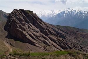 """Alamaut fue una de las fortalezas más inexpugnables construidas por el ser humano. Conocido como """"el nido de las águilas"""" se alzaba en las estribaciones de los montes Elburz."""